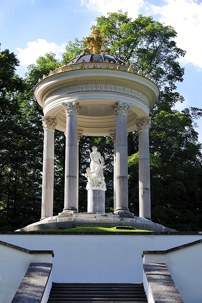 Venus temple in the Schlosspark Linderhof palace gardens, castle of Bavarian King Ludwig II, Graswangtal valley, Oberammergau, Ammergau Alps, Upper Bavaria, Bavaria, Germany, Europe