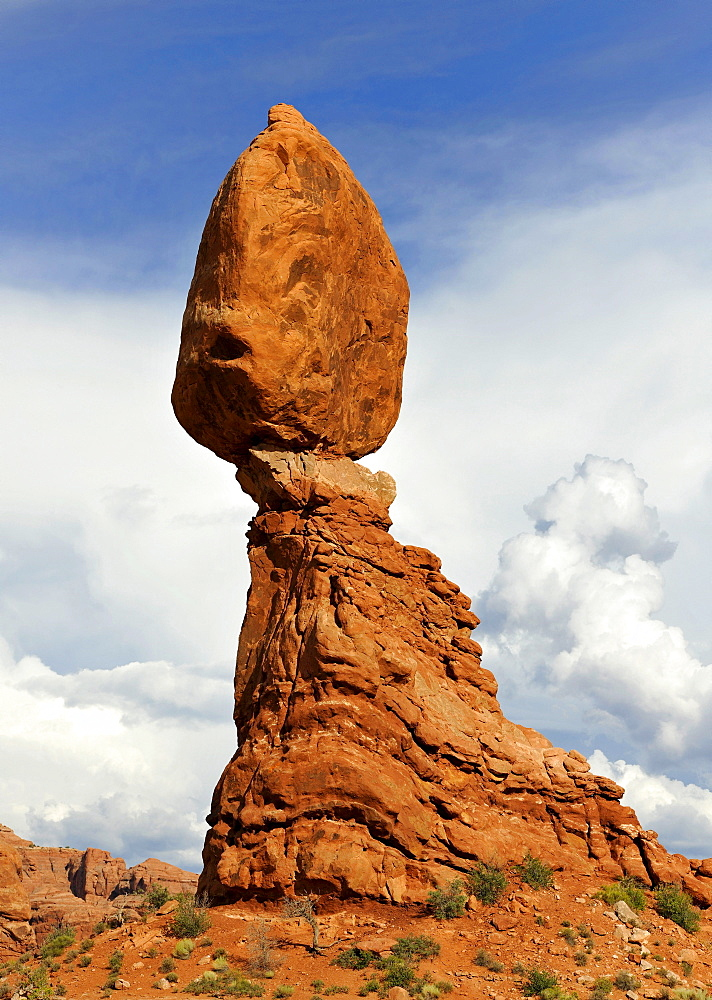 Balanced Rock, rock formation, Arches National Park, Moab, Utah, Southwestern United States, United States of America, USA
