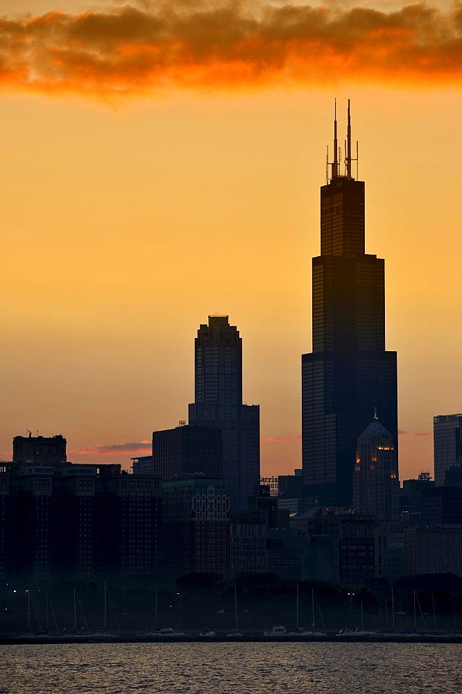 Evening mood, sunset, Willis Tower, formerly named Sears Tower and renamed in 2009, 311 South Wacker Drive skyscraper, skyline, Lake Michigan, Chicago, Illinois, United States of America, USA