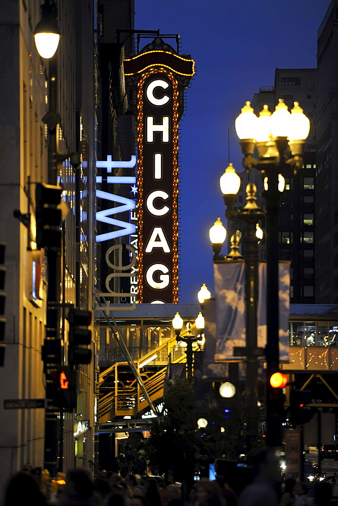 Night scene, Chicago Theater, River Loop, Chicago, Illinois, United States of America, USA, North America