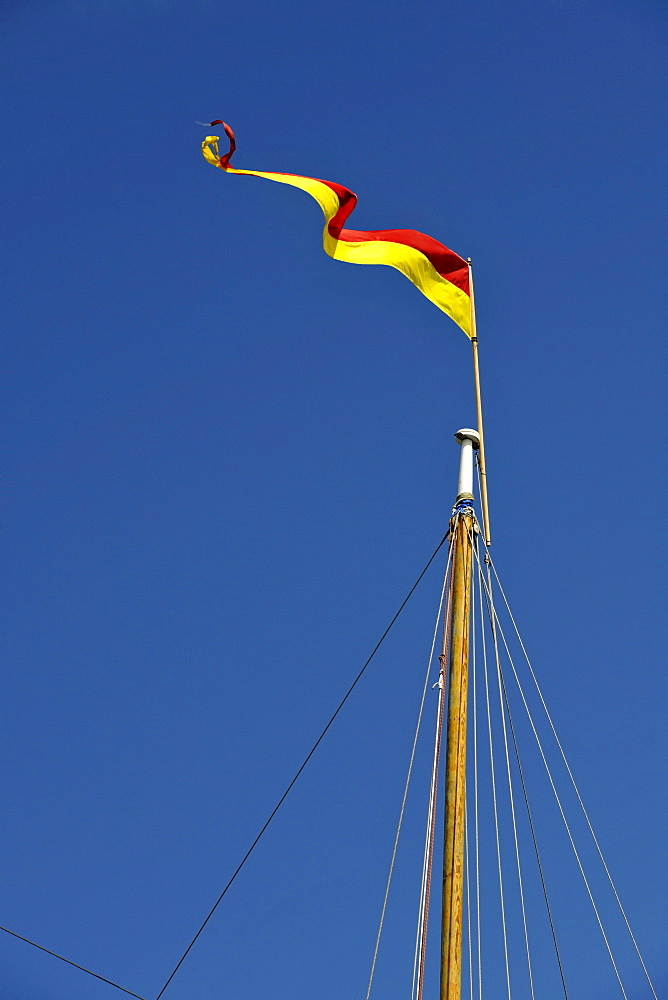 Mast of a sailing yacht with a flag, Friday Harbor, San Juan Island, Washington, Strait of Juan de Fuca, United States of America, USA