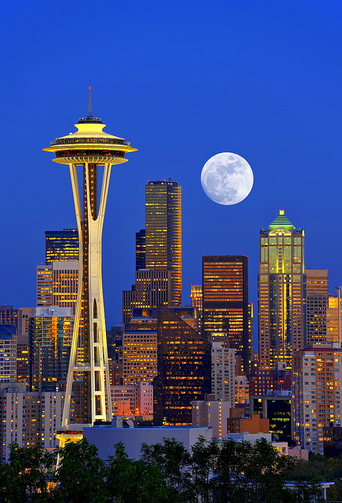Night scene with full moon, skyline of the Financial District in Seattle, Space Needle, Columbia Center, formerly known as Bank of America Tower, Washington Mutual Tower, Municipal Tower, formerly Key Tower, Washington, United States of America, USA