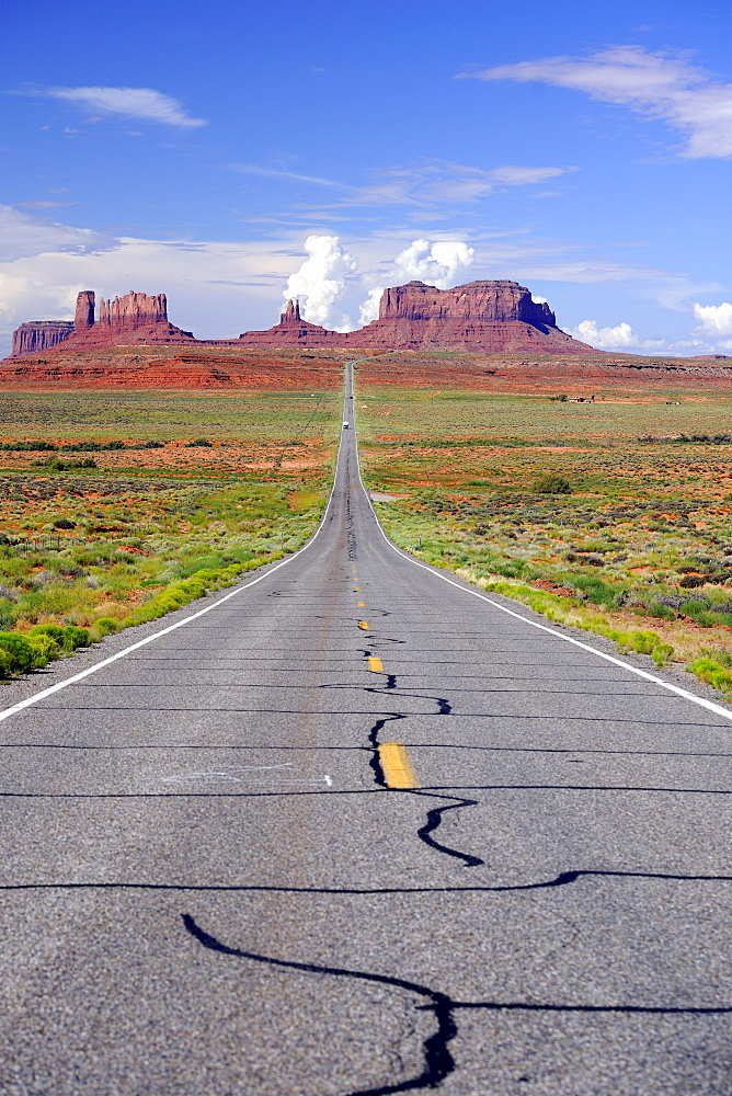 View of Monument Valley from highway 163, northern Utah, USA, America