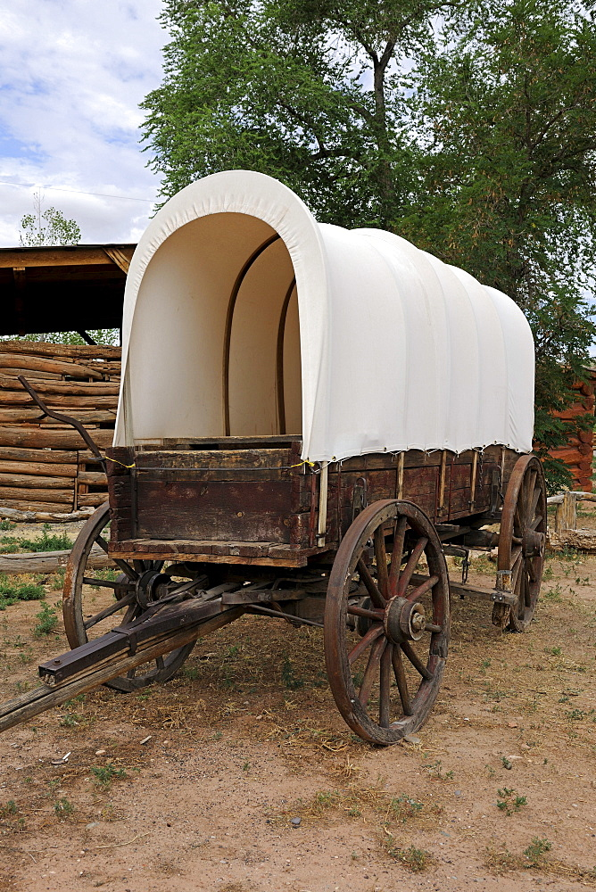 Replica of a covered wagon of the settlers, around 1850, Bluff, Utah, USA, North America