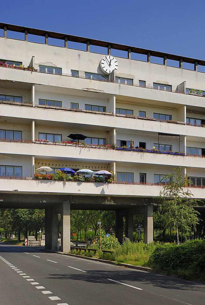 Weisse Stadt, White City, built in 1929-31 by Bruno Ahrends, Wilhelm Buening and Otto Rudolf Salvisberg, green settlement by Ludwig Lesser, Berlin Modernist Housing Estates, UNESCO World Heritage Site, Aroser Allee, Reinickendorf, Berlin, Germany, Europe