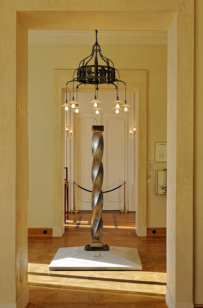 Column made of nickel and steel, twisted by 360 degrees, exhibition in the smaller house of the Villa Huegel mansion, Baldeney district, Essen, North Rhine-Westphalia, Germany, Europe