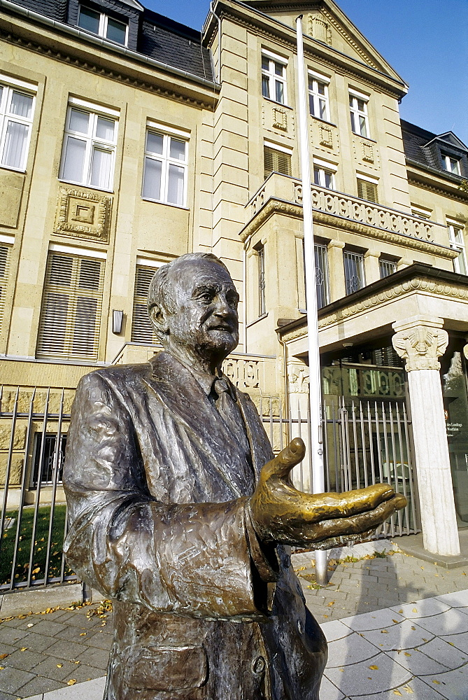 Johannes Rau, 8th President of Germany, monument in front of the former State Chancellery, Villa Horion, Duesseldorf, North Rhine-Westphalia, Germany, Europe