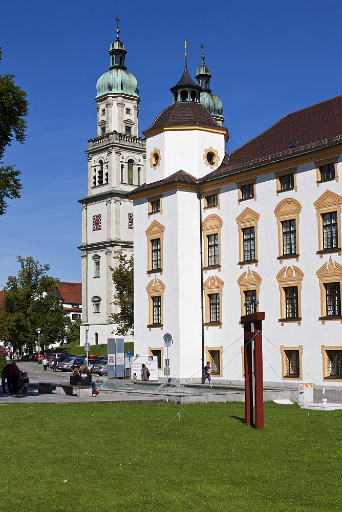 Basilica of St. Lorenz, a former Benedictine abbey church of the Prince Abbot of Kempten, today the Parish Church of St. Lorenz, Diocese of Augsburg, right, the Fuerststift Kempen or Residence of the Prince Abbot of Kempten with the District Court, Kempte