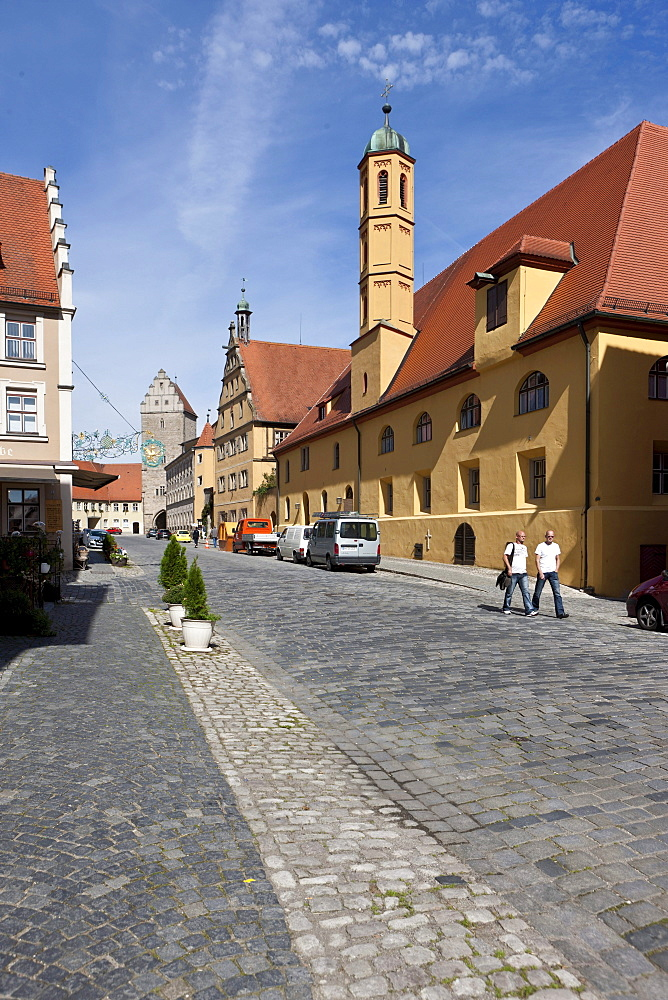 Street leading to the Rothenburger Tor gate, Dinkelsbuehl, administrative district of Ansbach, Middle Franconia, Bavaria, Germany, Europe
