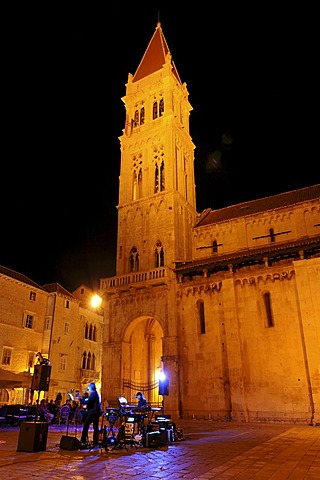 Night, musicians, tower, Cathedral of Sveti Lovro, Trg Ivan Pavla II, old town, Trogir, Croatia, Europe