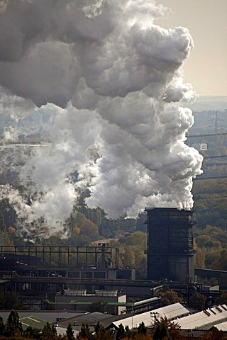 Cloud of smoke from a coal power plant in Bottrop, Ruhr Area, North Rhine-Westphalia, Germany, Europe
