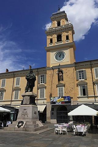 Garibaldi statue in front of the Palazzo del Governatore, Governor's Palace, on Piazza Garibaldi square, Parma, Emilia Romagna, Italy, Europe