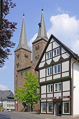 Half-timbered houses and Kiliani Church, Hoexter, Weserbergland, Weser Uplands, Lower Saxony, Germany, Europe