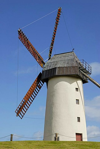 5-wing windmill with moving rotor tower at Skerries, County Dublin, Republik of Ireland, Europe