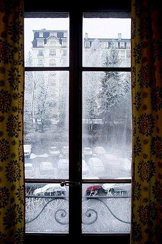 Looking through a window on a snowstorm, Chamonix, Haute-Savoie, Region Rhone-Alpes, France, Europe
