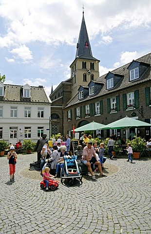 Visitors to the Oekomarkt organic market in the village of Lank-Latum, Meerbusch North Rhine-Westphalia, Germany, Europe