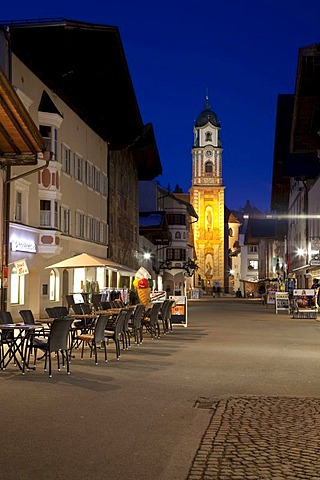 Parish church of St. Peter and Paul, blue hour, Obermarkt square, Mittenwald, Upper Bavaria, Bavaria, Germany, Europe