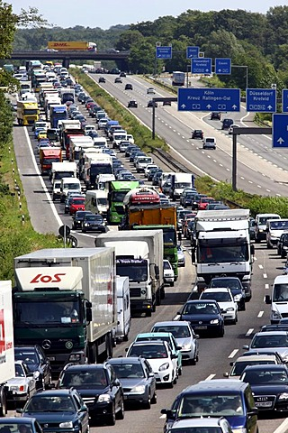 Traffic jam on the A3 motorway, Breitscheider Kreuz junction in direction of Oberhausen, Ratingen, North Rhine-Westphalia, Germany, Europe