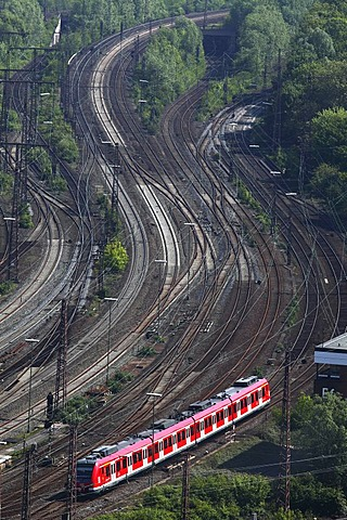 Suburban train on the track, railway, track network next to the Essen main railway station, Essen, North Rhine-Westphalia, Germany, Europe
