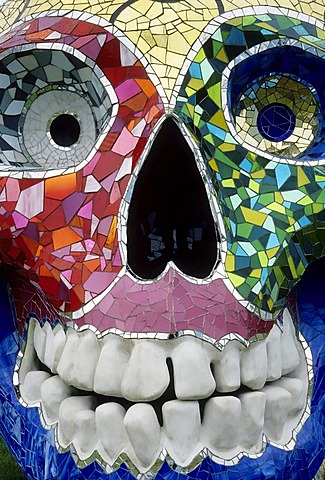 Skull with large teeth, made of colourful mosaics, sculpture by Niki de Saint Phalle, founding exhibition of the Bundeskunsthalle Bonn, Art and Exhibition Hall in Bonn, North Rhine-Westphalia, Germany, Europe