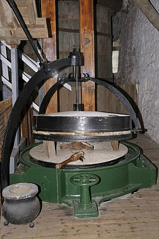Grinder for unmalted barley, wheat and rye, powered by a water wheel, Locke's Distillery, the oldest licensed whiskey distillery in the world, Kilbeggan, Westmeath, Midlands, Ireland, Europe