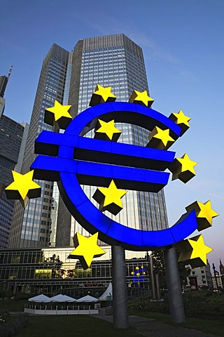 Euro symbol in front of Eurotower, Frankfurt, Hesse, Germany, europe