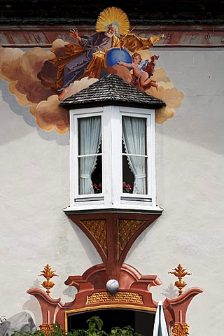 Lueftlmalerei traditional mural over an old bay window, Im Gries 16, Mittenwald, Upper Bavaria, Bavaria, Germany, Europe