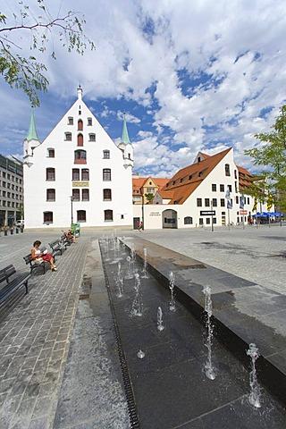 St.-Jakobs-Platz Fountain, 2007, by Regina Poly on St.-Jakobs-Platz square in the historic district of Altstadt-Lehel, Munich, Bavaria, Germany, Europe