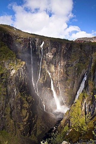 The V¯ringfossen waterfall on the western edge of the Hardangervidda, Norway, Scandinavia, Europe