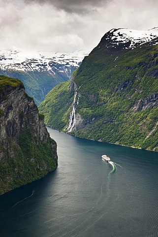 """View of the Geiranger Fjord from the eagle eyes view ornesvingen with the waterfalls """"The Seven Sisters"""" and a ship by Hurtigruten, Norway, Scandinavia, Europe"""
