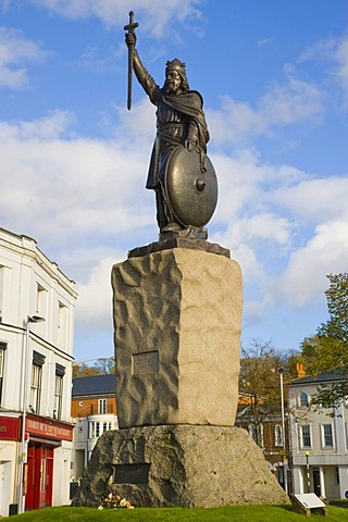 Hamo Thornycroft's statue of King Alfred the Great, Broadway, Winchester, Hampshire, England, United Kingdom, Europe