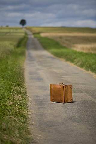 Suitcase, country road, symbolic image Last trip, death