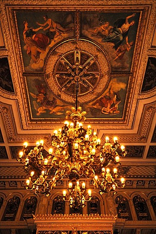Ceiling with chandelier in the throne room, built in 1856 in the Berlin neo-Renaissance style, Schweriner Schloss castle, built from 1845 to 1857, romantic historicism, Lennestrasse 1, Schwerin, Mecklenburg-Western Pomerania, Germany, Europe