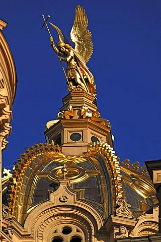 Detail view of the Golden Dome of Schwerin Castle, Schloss Schwerin, built from 1845 to 1857 in the style of romantic historicism, blue sky, Lennestrasse 1, Schwerin, Mecklenburg-Western Pomerania, Germany, Europe