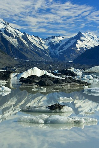 Mount Cook landscape, mountains of the Mount Cook National Park reflected in the glacial lake of the Tasman Glacier, Tasman Valley, Mount Cook National Park, Canterbury, South Island, New Zealand