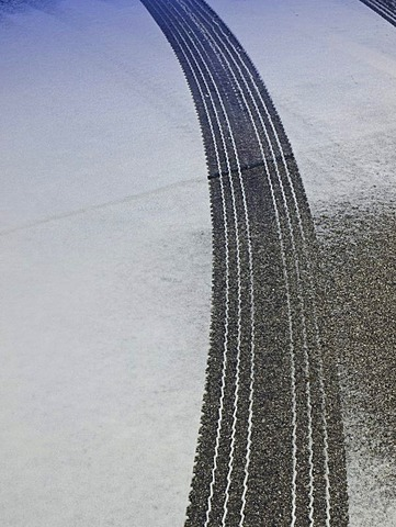 Tire track, snow