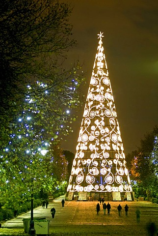 Christmas tree, Retiro Park, Jardines del Buen Retiro, Madrid, Spain, Europe