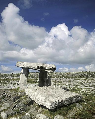 Poulnabrone dolmen, Burren, County Clare, Ireland, Europe