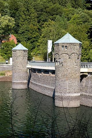 The dam of the Fuerwiggetalsperre storage lake, Naturpark Ebbegebirge nature preserve, Sauerland region, North Rhine-Westphalia, Germany, Europe