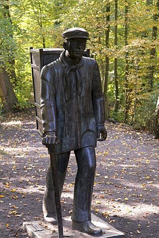 Kiepenkerl, statue at the Burg Vischering castle in Luedinghausen, Muensterland region, North Rhine-Westphalia, Germany, Europe