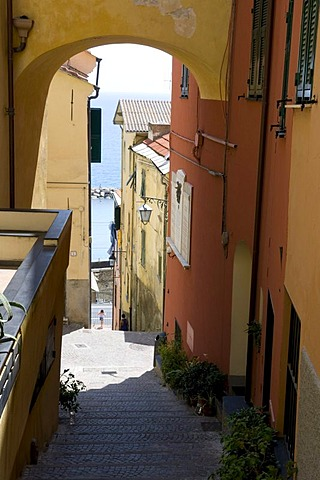 Alleyway in the historic town, Cervo, Riviera, Liguria, Italy, Europe