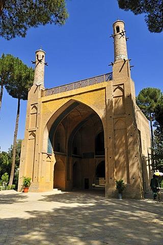Historic Mausoleum Monar Dschonban of Amu Abdollah Soqla with its swinging minaretts, Esfahan, Isfahan, UNESCO World Heritage Site, Persia, Iran, Asia