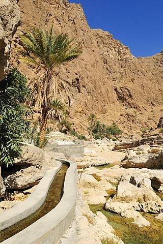 Falaj canal, irrigation system, of Wadi Shab, Hajar ash Sharqi Mountains, Sharqiya Region, Sultanate of Oman, Arabia, Middle East