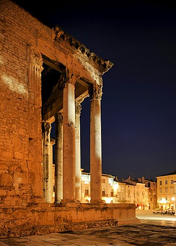 Night shot of the Temple of Rome and Augustus and the Forum Square in Pula, Croatia, Europe
