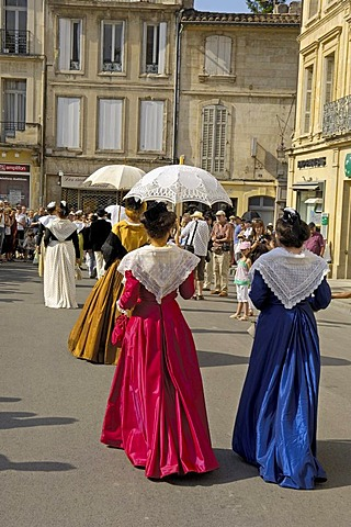 Arlesiennes, Fete du Costume, Arles, Bouches du Rhone, Provence, France, Europe