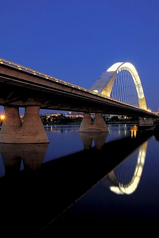 Lusitania Bridge over Guadiana River, night shot, Merida, Badajoz province, Ruta de la Plata, Spain, Europe