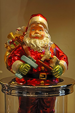 Colorful Santa Claus figure with gifts, Villa Ambiente, Im Weller, Nuremberg, Middle Franconia, Bavaria, Germany, Europe