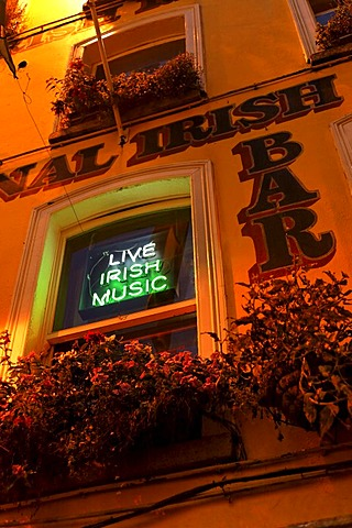 Live Irish music, sign at a bar, Dublin, Ireland, Europe