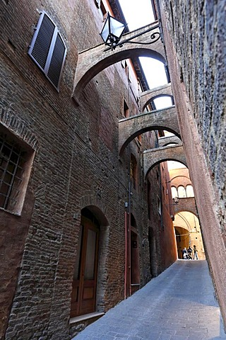 Alleyway, Siena, Tuscany, Italy, Europe