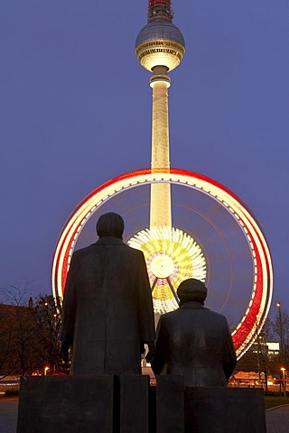 Long-term exposure of a Ferris wheel behind the statue of Karl Marx and Friedrich Engels, Berlin, Germany, Europe